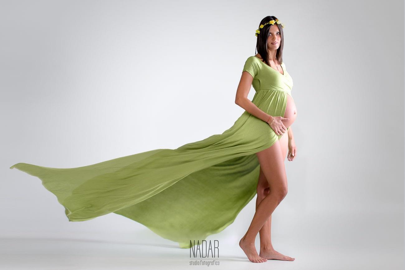 foto di ragazza durante il servizio fotografico maternità a Torino