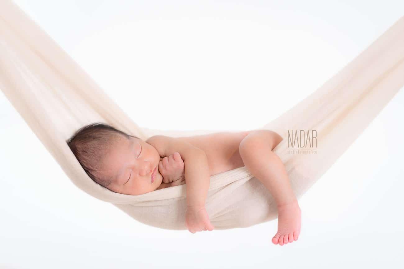 servizio fotografico neonato nell'amaca